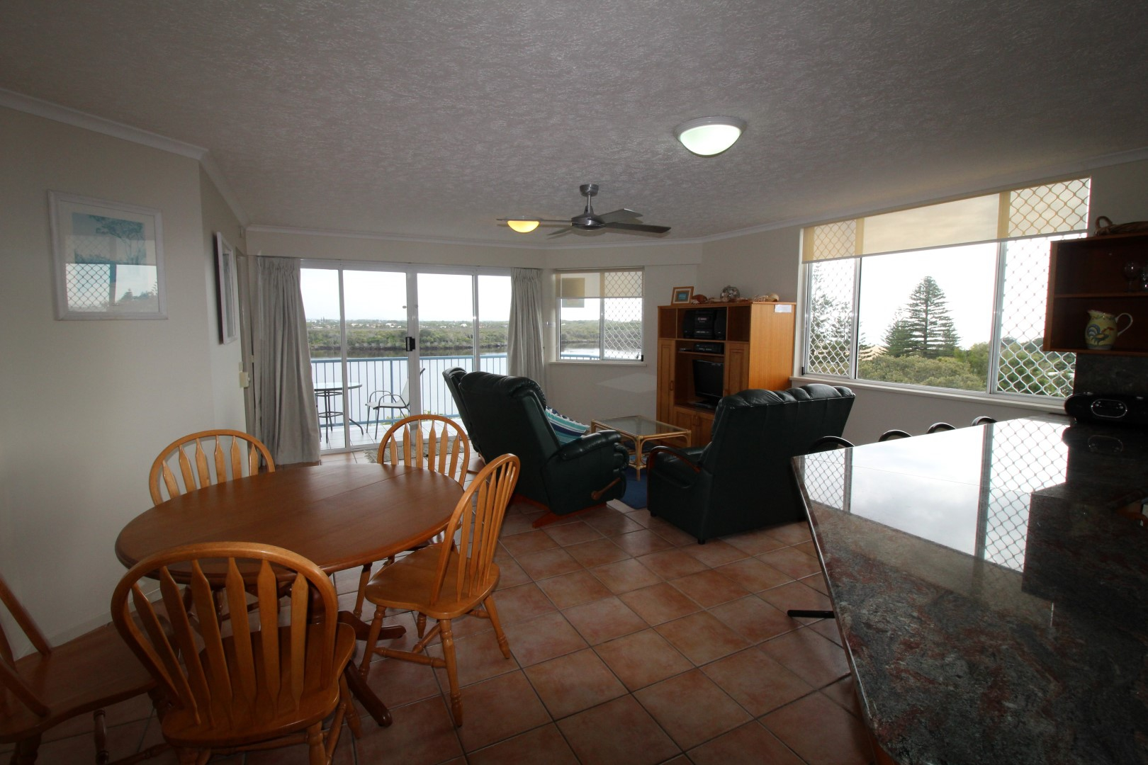 Great Family Unit in a Fantastic Location !